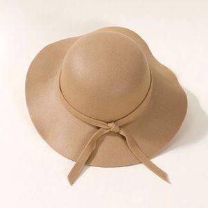 Kids cute girl tan floppy hat. OS NWT